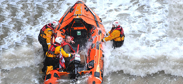 SWNS_CLIFF_RESCUE_05.jpg